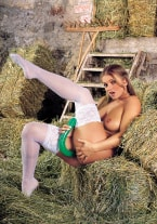 Rita Faltoyano loves the farmer - thumb 2