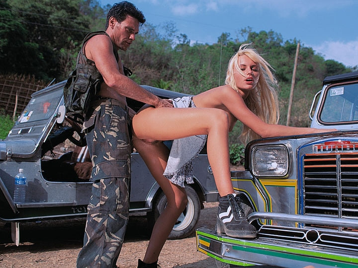 Anita Blond. Under the Hood