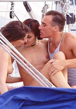 Vanity & Natalie, follando y navegando