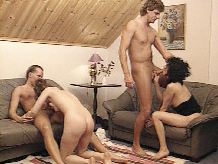 Alexandra y Veronique Lefay en una orgía con anal