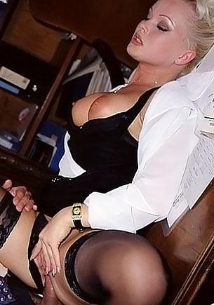 Silvia Saint, secretaria adicta al anal