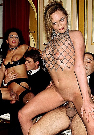 Dolly Golden, Jade, Swanny y las demás se montan una orgía y se la meten por delante y por detrás