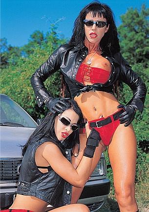 The Motor Hunt with Julia dal Fuoco & Valentine Demi