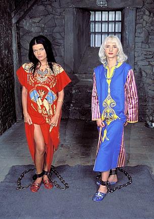 Angelica y Tania Russof, trío con anal en la cárcel