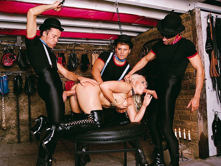 Ingrid Sweede en un Gangbang fetichista con DP