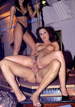 Clarisse y Katalin, Orgía con anal en el night club