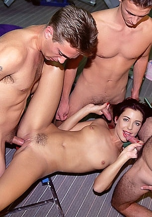 Maria Bellucci, Gangbang in the Gym