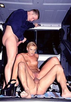 Suzan Nielsen: Anal Threesome in the Van