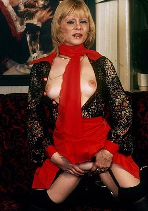 Eager Eva's erotic evening