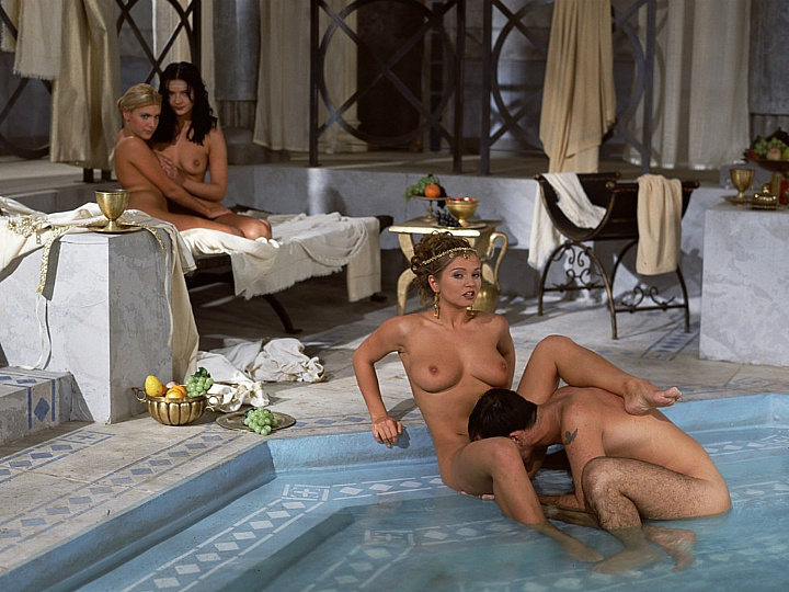 Black Widow Katalin and Rita Faltoyano Bathe Together before a Facial